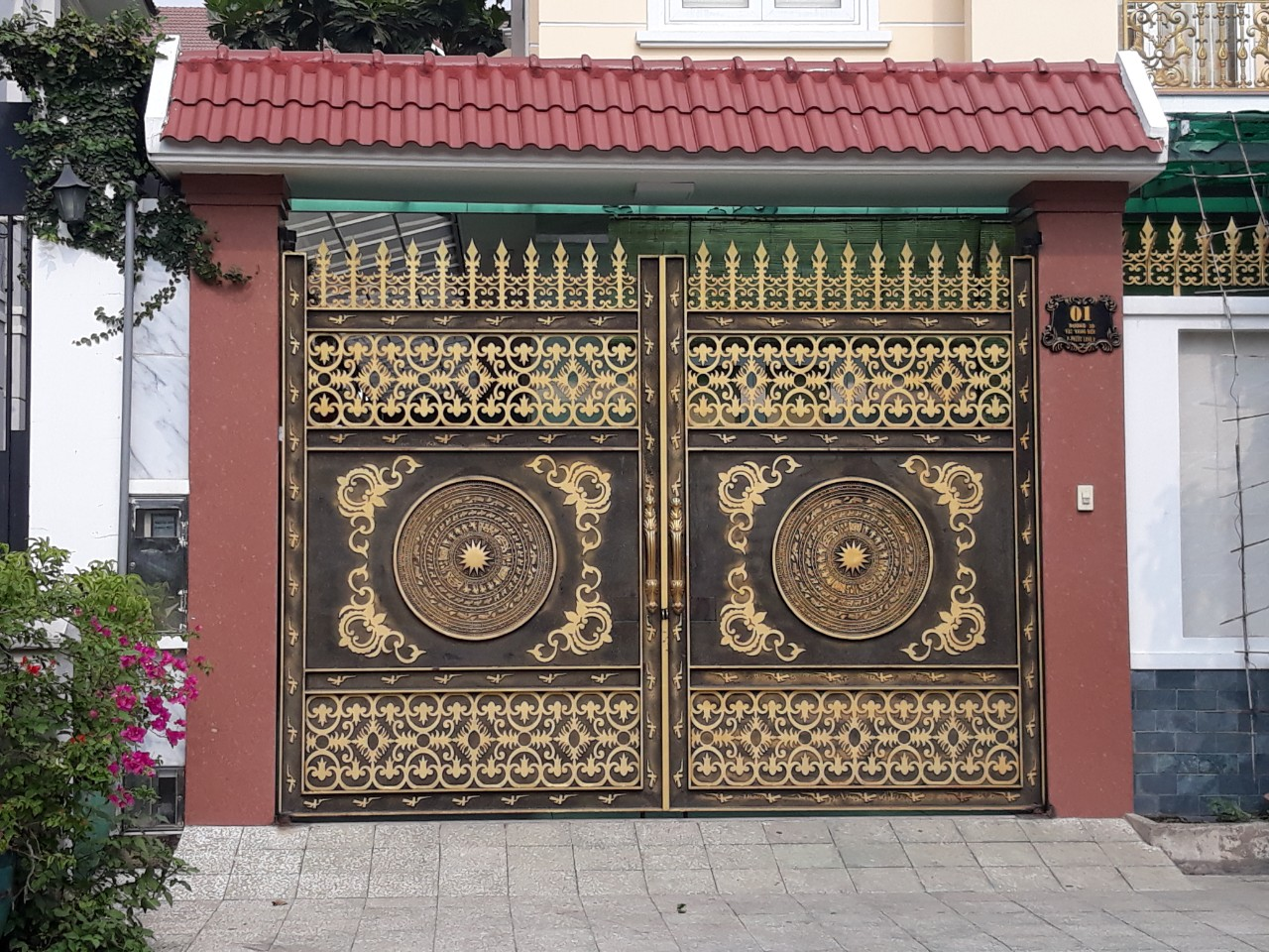 giữ cổng sắt nghệ thuật luôn mới